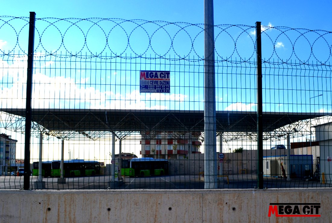 Büyükşehir otobüs alanı dikenli panel çit çalışması